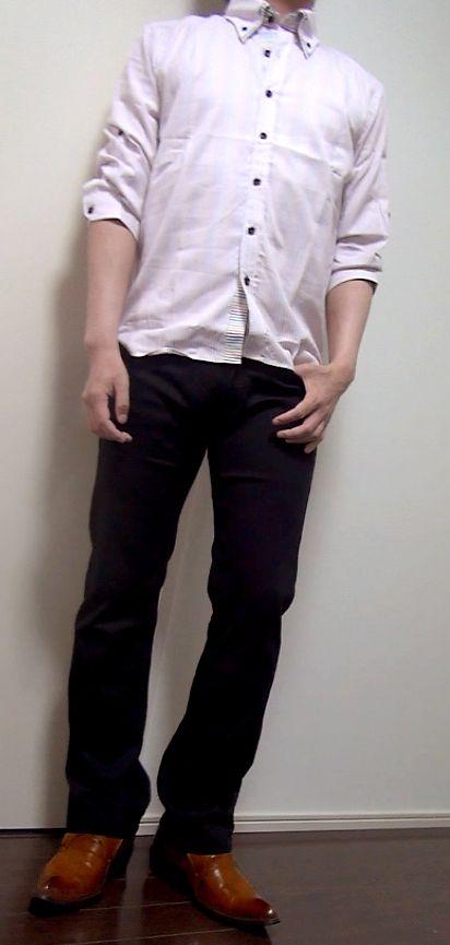 ピンクシャツ+灰タンク+黒パン