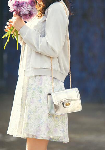 20代女性春のデート服 花柄