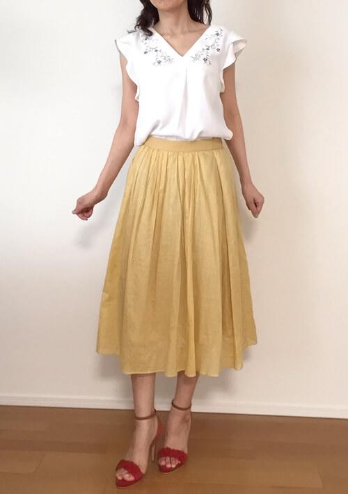 30代女性のデート服・イエローのスカート