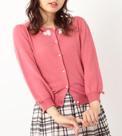 婚活デート秋20代 ピンク色のアンサンブル