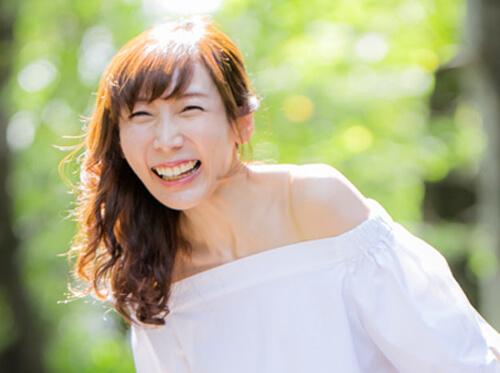 笑顔の婚活写真NG例
