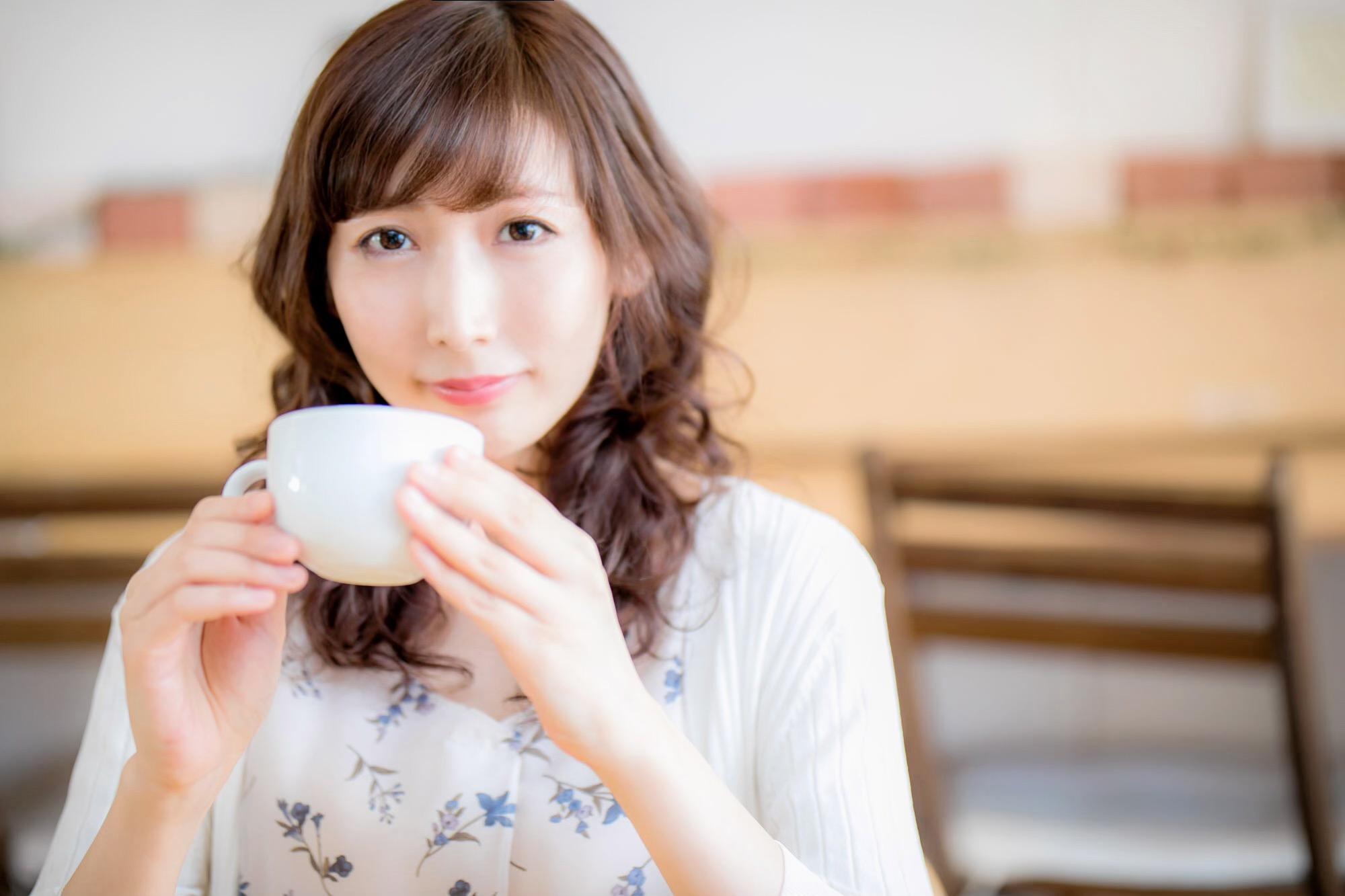 婚活サイトの写真 カフェでの撮影例