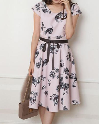 アラサー夏デート服、フラワーフレアワンピース ピンク