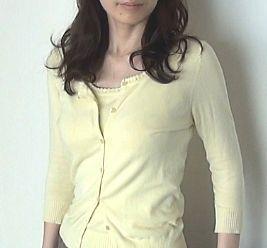 婚活の服装の例。黄です。